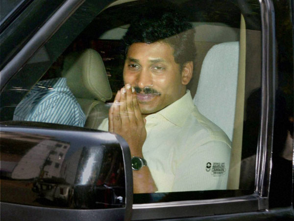 YS Jagan issued notice over comments on Chandrababu
