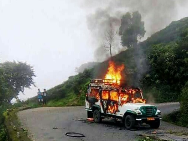 The vehicle carrying newspaper torched near Kurseong town
