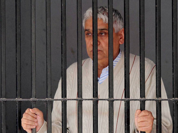 Haryana: Self-styled 'godman' Rampal acquitted in 2 criminal cases