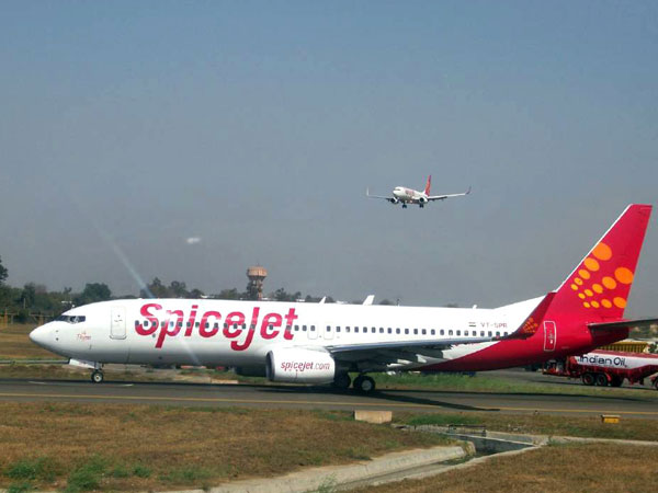 SpiceJet plane skids off runway at Karipur airport