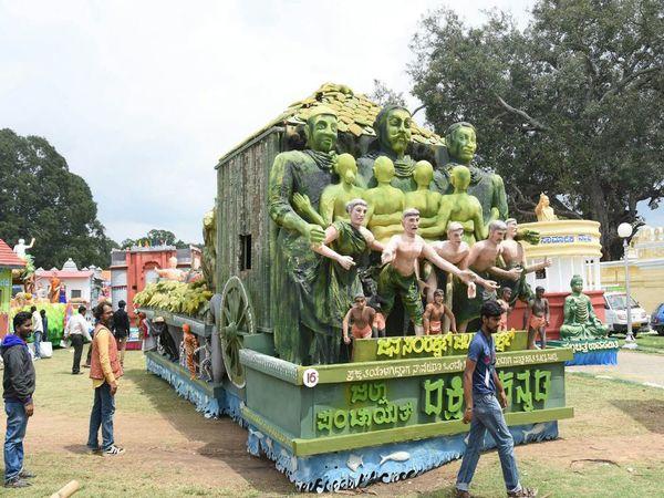 Torchlight parade, fireworks brings curtains down on Mysuru Dasara
