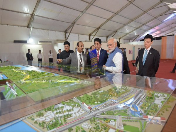 Modi and Abe inspecting bullet train model