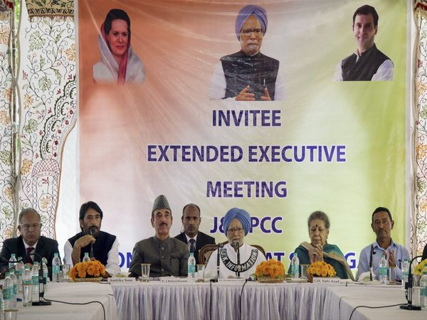 Former prime minister Manmohan Singh with other senior Congress leaders during an executive committee meeting at Hari Nivas in Srinagar on Saturday. Manmohan Singh is leading the party's policy and planning group for discussions on the current situation in Kashmir. PTI Photo