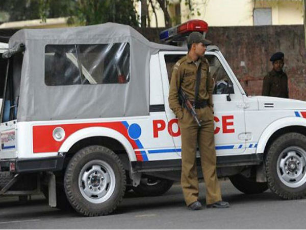 Delhi Police conducts raids at Rohini ashram