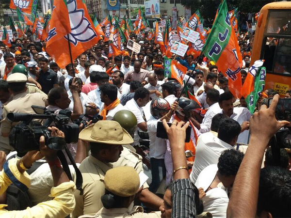 Mangalore Chalo: Sea of saffron as BJP takes Congress head on