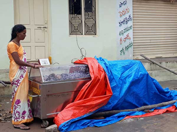 Woman spends night on road with son's body in Hyderabad
