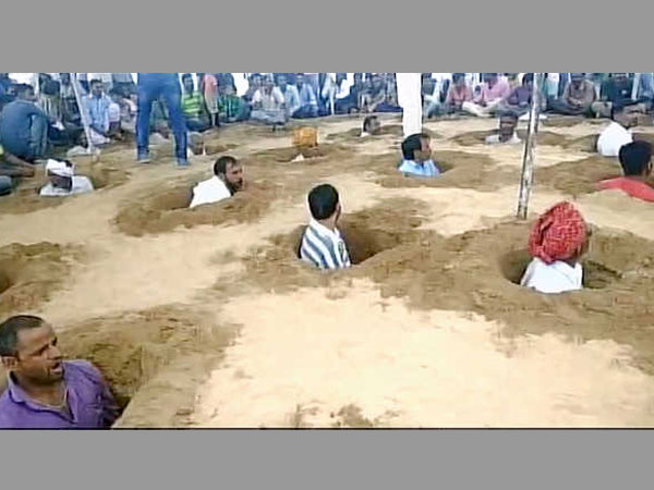 Rajasthan Farmers Bury Themselves In Mud In Protest Against Land Acquisition