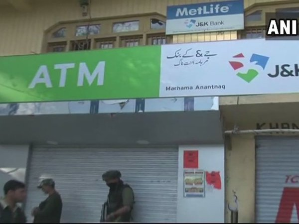 J&K: Terrorists loot cash from J&K Bank branch in Anantnag. Courtesy: ANI news