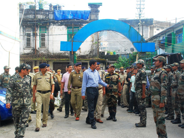 The DGP talks to police personnel at the sadar police station, Darjeeling.