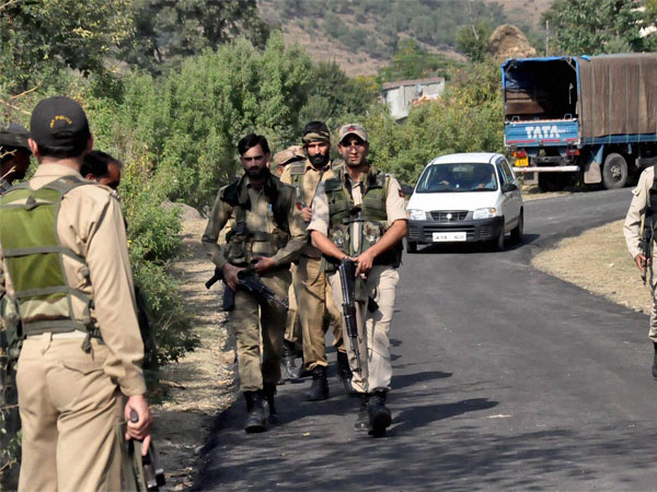 J&K: Terrorists snatch rifle of Policeman guarding Khanqah-e-Moula shrine