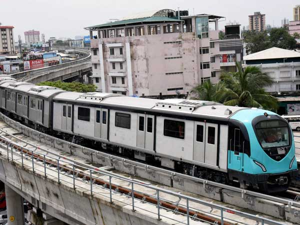Kerala CM commissions second reach of Kochi Metro