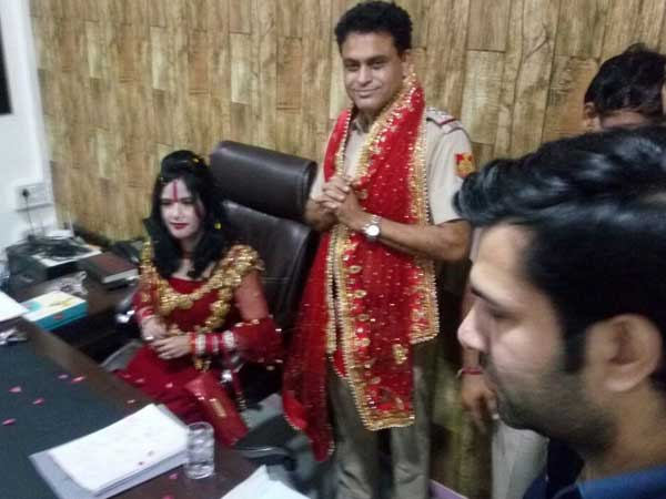 'Godwoman' Radhe Maa occupies SHO chair in Delhi, cops in trouble