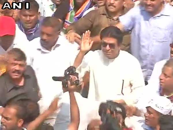 Mumbai police denies permission, MNS workers gather for rally