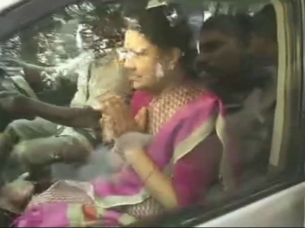 VK Sasikala leaves for jail