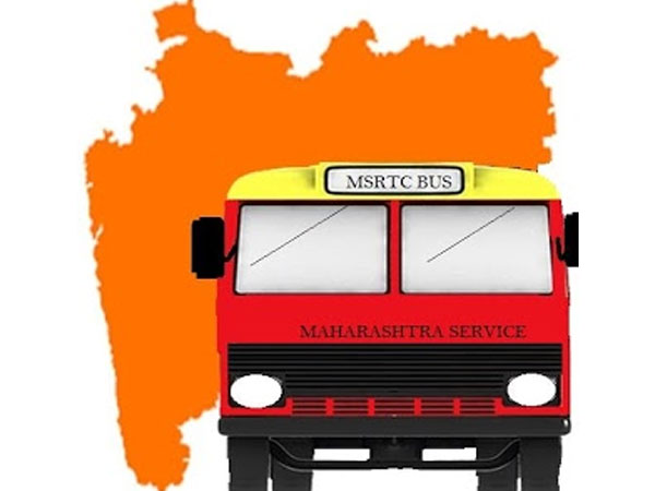 Striking MSRTC staff throw stones at KSRTC bus