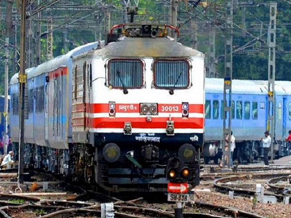 Railways to introduce cheaper, faster Delhi-Mumbai Rajdhani Express next week