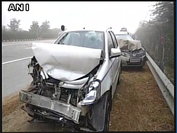 Vehicles Pileup on Yamuna Expressway Due to Dense Fog