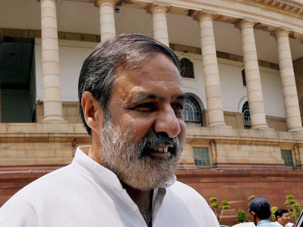 PM knows very less of history, says Anand Sharma