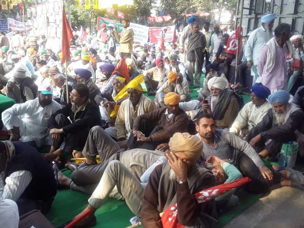 Kisan Mukti Sansad hits Delhi to demand relief for farmers