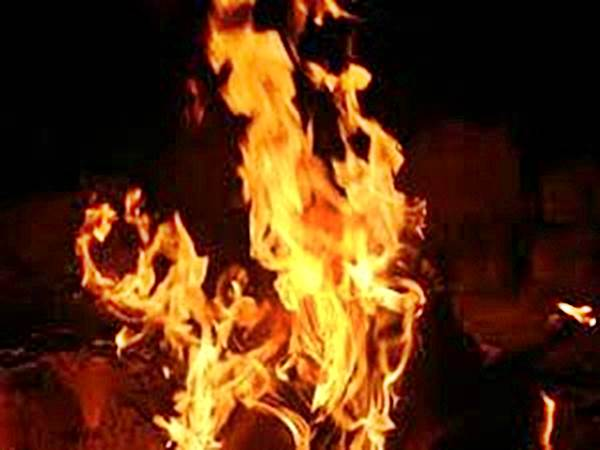 Delhi: Massive fire breaks out in Jhilmil Industrial Area