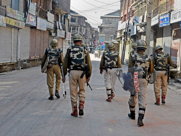 J&K: Few gunshots heard outside police post Dangerpora in Anantnag