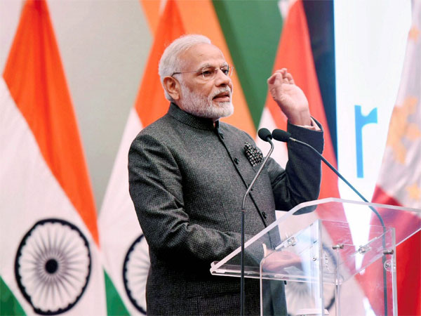 Prime Minister Narendra Modi addressing the gathering at a reception for the 'Indian Community in Philippines' hosted by Indian Ambassador in honour of the Prime Minister, in Manila, Philippines