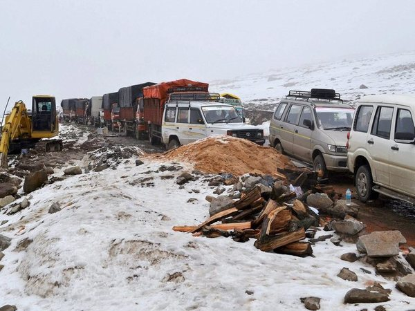 Vehicles stranded at the Mughal Road due to heavy snowfall in Poonch district of Jammu on Sunday. PTI Photo