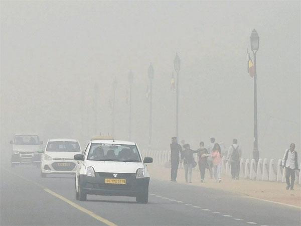 Delhi air pollution peaks: Emergency like situation