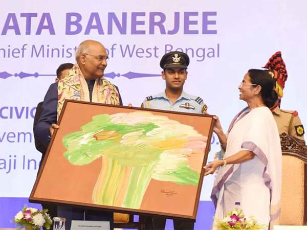 West Bengal Chief Minister Mamata Banerjee gifts her painting to President Kovind