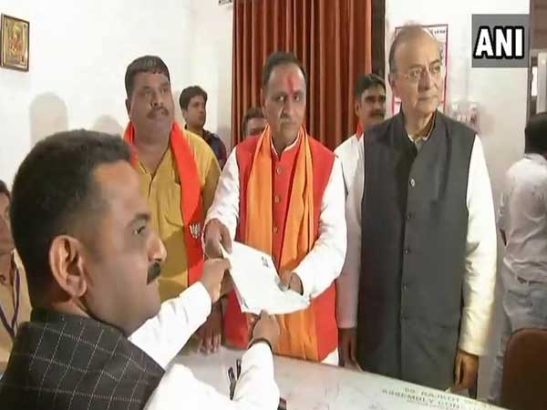 Vijay Rupani files nomination