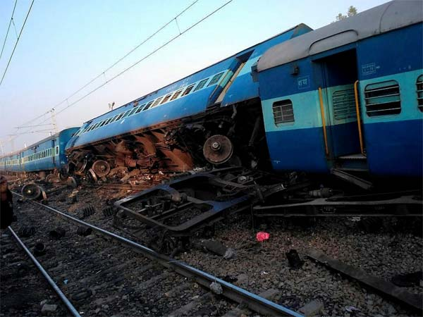 Derailed coaches of Vasco Da Gama-Patna express