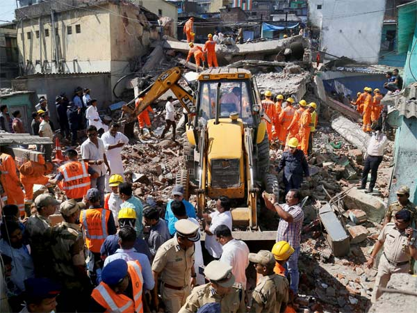 Four-story building collapses in Bhiwandi; One dead while 10-15 trapped