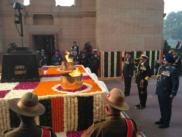 Armed forces chiefs at Amar Jawan