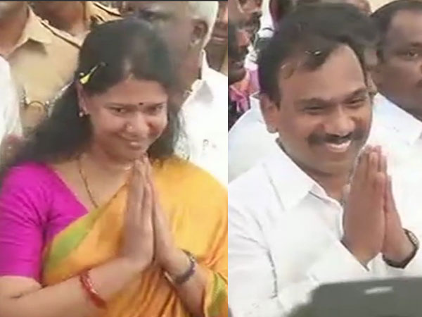 2G verdict: Raja, Kanimozhi get hero's welcome by DMK in Chennai