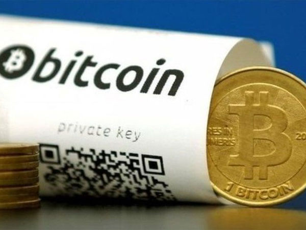 "Finance Ministry warns against using Bitcoins, says ""virtual currencies don't have intrinsic value"""