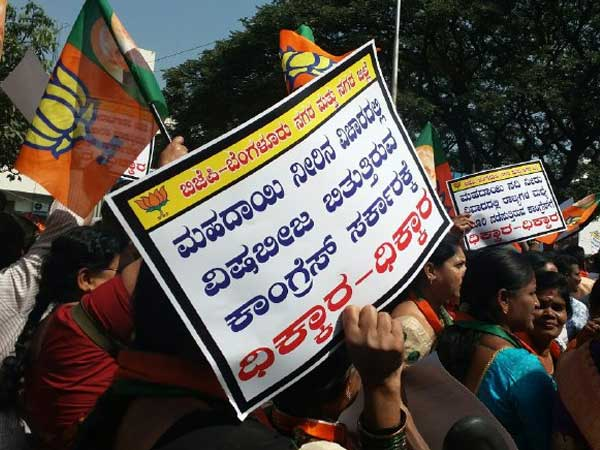 Mahadayi row: BJP agitates outside KPCC office, Congress stages counter-protest