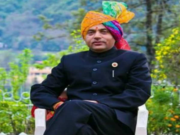 Prime Minister Narendra Modi arrives in Himachal Pradesh received by Jairam Thakur