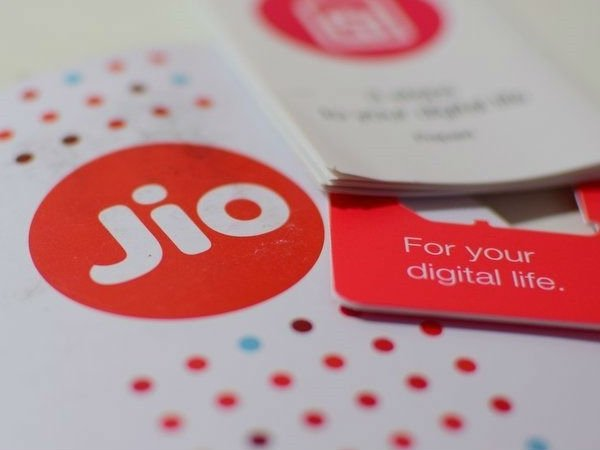 Jio tops 4G download speed chart at 19.6 mbps in Oct: Trai