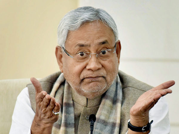 Nitish Kumar makes a U-turn, questions benefits of demonetisation
