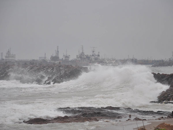 Ockhi hovers over SE Arabian sea