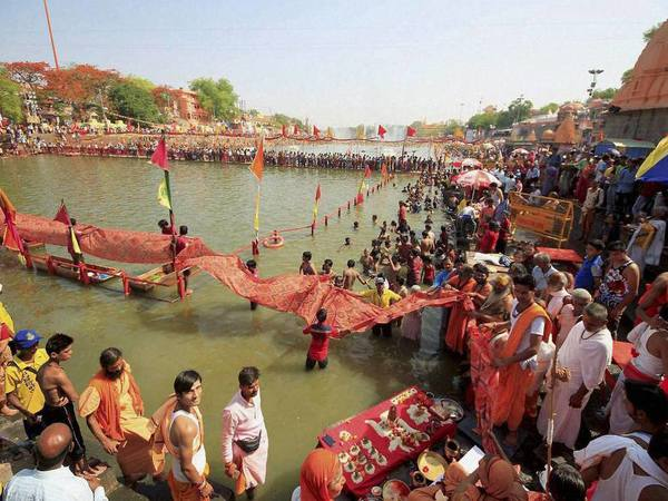 What are the sites of mela?