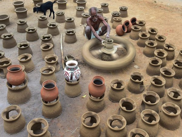 Pongal pots in the making