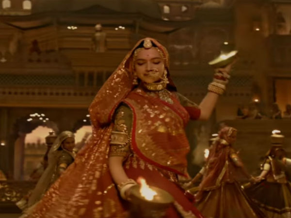 Facebook page live streams Padmaavat from a theatre