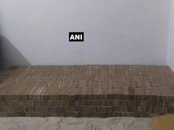 UP police busts biggest haul of old notes in Kanpur