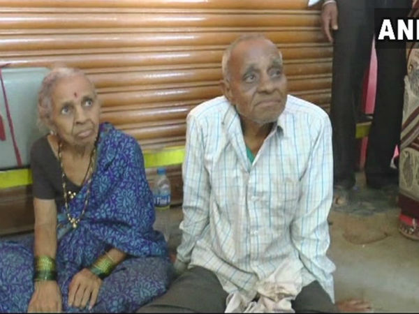 Karnataka: Driven out of home, elderly couple take shelter in Hubli bus stand