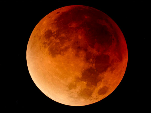 What is total lunar eclipse?