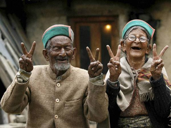 Shyam Sharan Negi, first voter of India with his wife Hira Mani Negi. PTI file photo