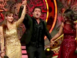 Bigg Boss 11: Shilpa Shinde THANKS her fans after winning the TROPHY; Watch Video  FilmiBeat