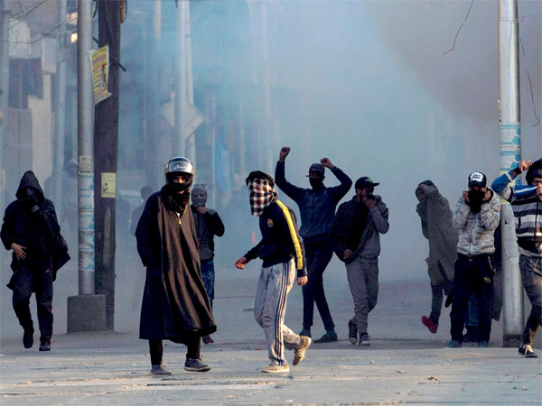 Shopian narrative: Army vs police