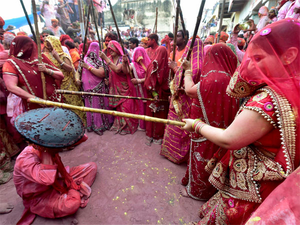 Lathmar holi celebrated in Barsana